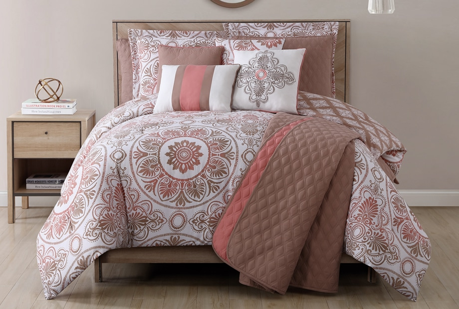 Project runway sl home fashions for Pictures of comforters